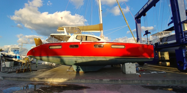 red-vinyl-boat-wrap